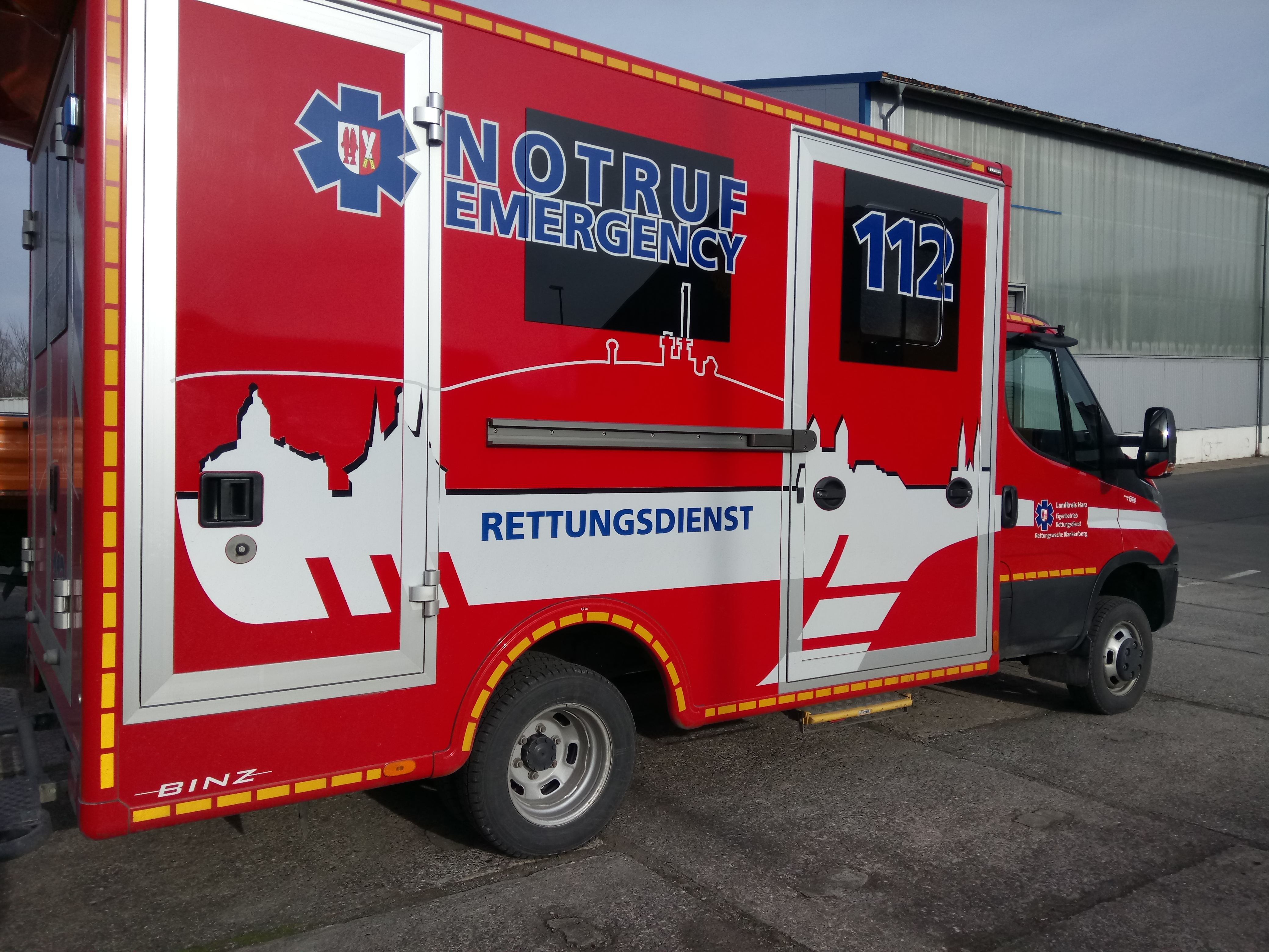 Auch der Rettungsdienst braucht neue Reifen